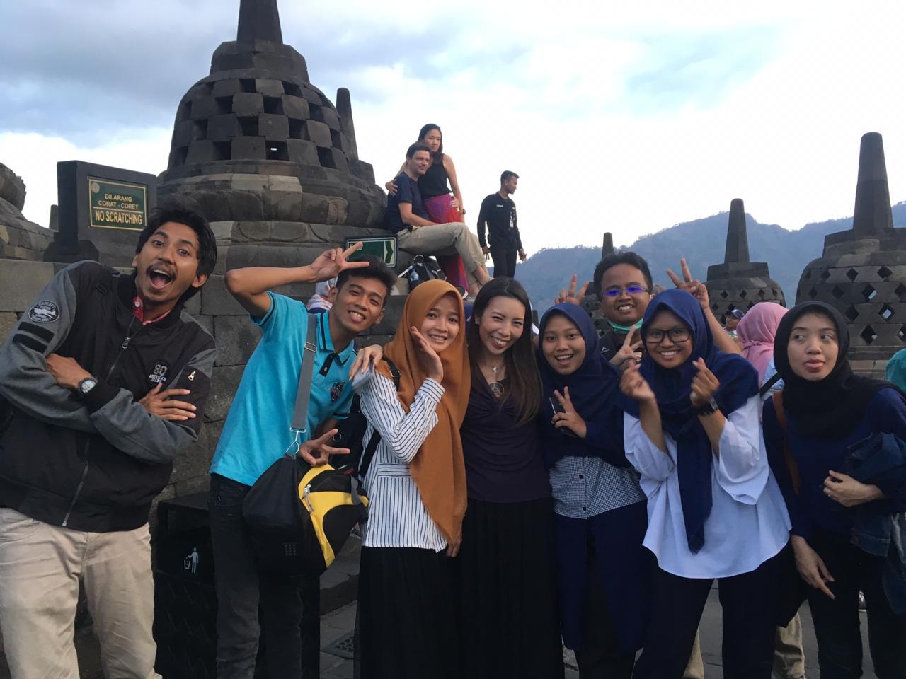 Kelompok Studi Bahasa Inggris Prodi Teknik Industri Berwisata Bersama Mahasiswa Exchange Asal Filipina